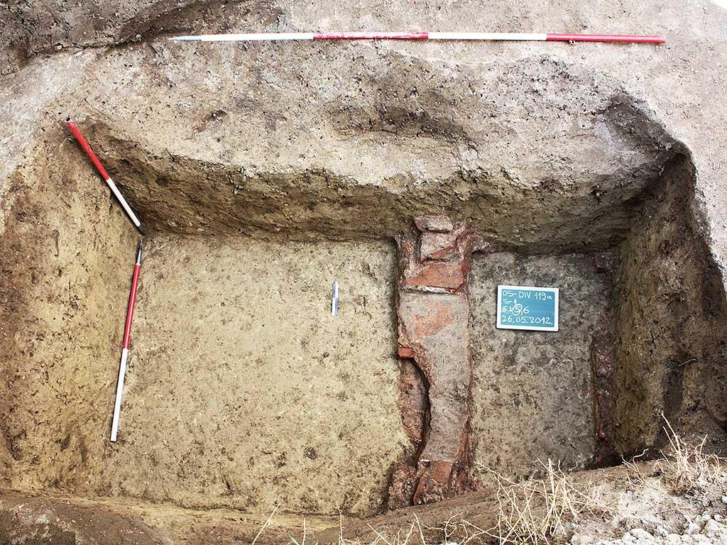 Osijek - Ostatci rimske zidane grobnice u Divaltovoj 119 (Vukmanić 2012)